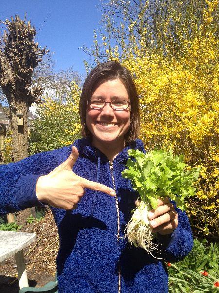 Kamilla koopt eerste bosjes raapsteeltjes kl