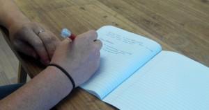 schrijfgewoontes handen die schrijven
